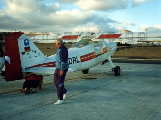 Flugzeugcheck für den Rundflug über Lanzarote.