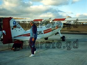 Vor dem Start muss man das Kleinflugzeug noch durch checken.