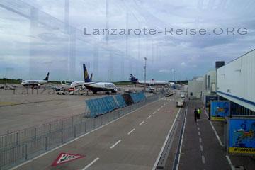 Flugzeuge auf dem Flughafen Frankfurt Hahn, Deutschland.