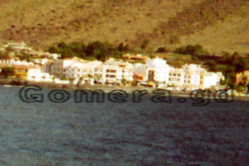 So kann man sich ein Hotelzimmer in einer Hotelanlage im Valle Gran Rey (Tal) vorstellen, wenn das Hotel etwa 2 Sterne hat. Wenn man den ganzen Tag unterwegs ist zum Wandern oder am Strand, dann ist das auch in Ordnung hier zu übernachten.