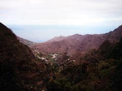 La Gomera, Schlucht bei El Cedro mit Aussicht auf die Terrassenfelder an den steilen Hängen in diese weiten Schlucht.