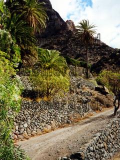 La Gomera, Schotterweg zum Wasserfall bei El Guro.