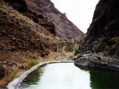 La Gomera, Zysterne für die Bewässerung der Plantagen unterwegs beim Trekking zum Hochplateau.