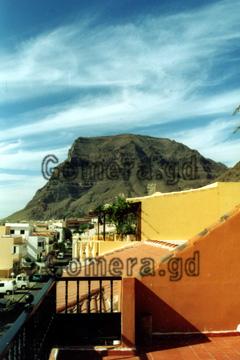 Aussicht von unserem Hotelzimmer das wir uns für ein paar Tage auf der Insel Gomera gebucht hatten. Man erkennt da gut den Ausläufer einer Felsenschlucht.