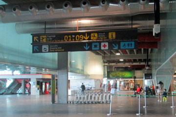 La Palma Terminal. Rechts gehts bei der Landung zu dem Gepäckband und links über die Treppe zum Gate beim Abflug von der kanarischen Insel.