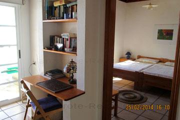 Blick in das Schlafzimmer von einem Appartement  auf den Kanaren, Spanien, La Palma Urlaub.