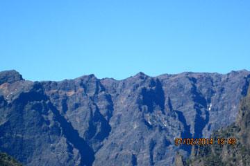 La Palma, da oben auf dem Grat von dem steilen Berghang da führt eine unserer spektakulären Wanderungen hin, nicht ganz ungefährlich - man sollte schwindelfrei sein.