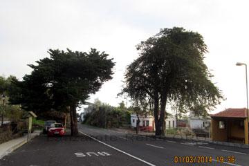 Bushaltestelle am Straßenrand auf der Kanarischen Insel La Palma.
