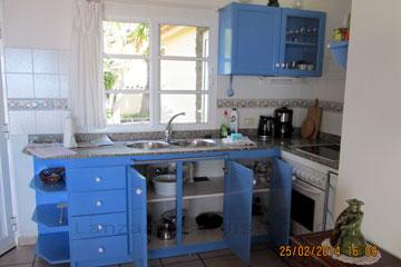 Küchenausstattung in einer Finca auf den Kanaren, Spanien, Insel im Atlantik La Palma, etwa 450 Kilometer von der Sahara westlich gelegen.