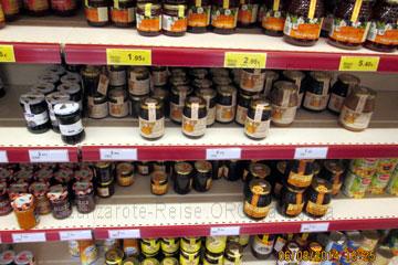 Marmelade und Honig in Gläser verpackt in einem Supermarkt auf den kanarischen Inseln, Spanien und mit Preisen aus dem März 2014 ausgezeichnet.