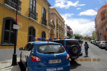 Polizeistation und Polizeiautos auf der Kanarischen Insel La Palma.