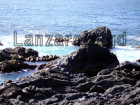 Erstarrte Lava und Atlantik Süden der kanarischen Insel Lanzarote.