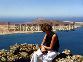 Lanzarote, Aussicht auf die vor gelagerte Kanarische Insel La Graciosa. Vom Aussichtsbalkon am Mirador del Rio.