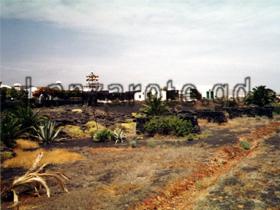 Museum der Cesar Manrique Foundation auf der Kanarischen Insel Lanzarote an der Jameos del Agua Höhle mit Wohnhaus.