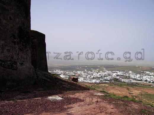 Lanzarote alte Hauptstadt Teguise von der Burg aus im Großformat betrachtet.