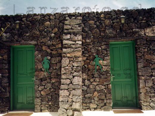 Toiletten auf der kanarischen Insel Lanzarote beim Ausflug mit dem Mietwagen.
