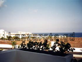 Meerblick von der Straße Avenida del Mar an der Costa Teguise, ist jetzt aber zugebaut, hier befindet sich jetzt ein großes Hotel.