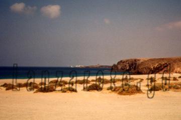 Playa Blanca von dem Papagayo Strand aus betrachtet