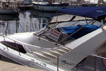 Lanzarote - Yacht for Sale oder Se Vende auf spanisch, wie man auf dem Schild an dem Boot erkennen kann, ob es noch zu haben ist weiß ich leider nicht oder was es kostet, Telefon Nummer: 619229513 (Angaben ohne Gewähr). Eine Alternative zu einer Immobilie auf den kanarischen Inseln aber halt auch purer Luxus. Ein Liegeplatz für die Yacht kostet auch ein ganze Stange Geld.