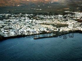 Luftbild vom Hafen Playa Blanca, Kanarische Insel Lanzarote.